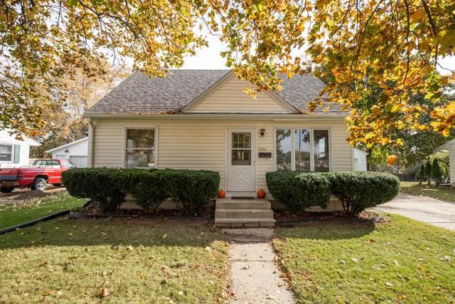 1226 4th Ave, Grafton, WI 53024 (#1716016) :: Tom Didier Real Estate Team