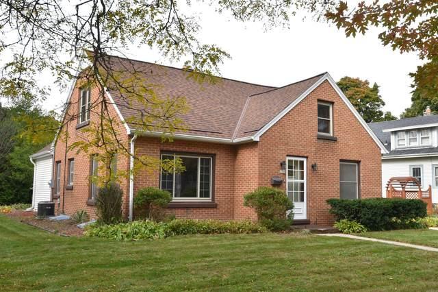 1709 11th Ave, Grafton, WI 53024 (#1716044) :: Tom Didier Real Estate Team