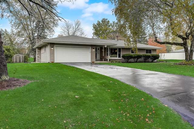 21405 Birdseye Ln, Brookfield, WI 53186 (#1716131) :: Tom Didier Real Estate Team