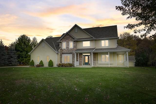 2292 N Forest Run, Summit, WI 53066 (#1716149) :: NextHome Prime Real Estate