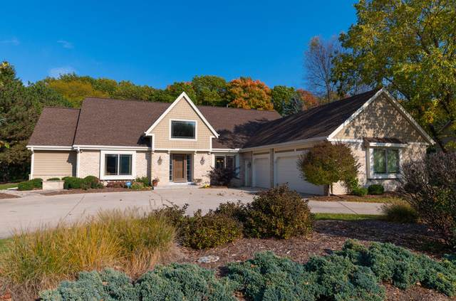 1490 Barrington Woods Dr, Brookfield, WI 53045 (#1716195) :: Tom Didier Real Estate Team