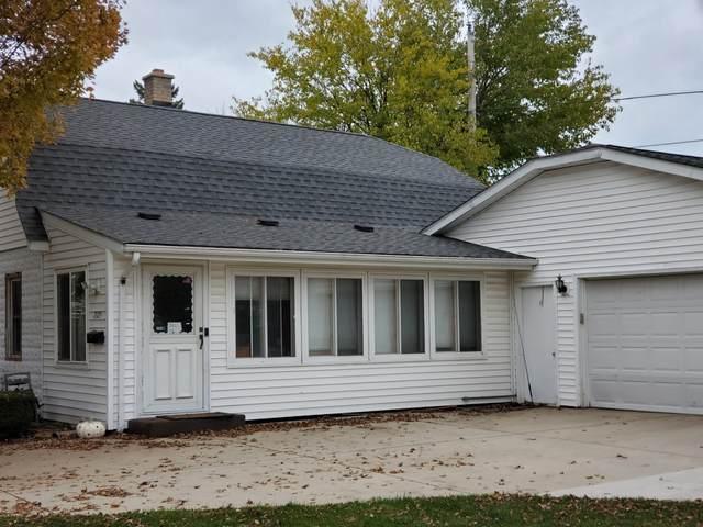 2125 West Lawn Ave, Racine, WI 53405 (#1716336) :: Tom Didier Real Estate Team