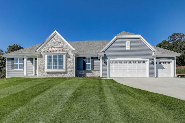 739 Stoecker Farm Ave, Mukwonago, WI 53149 (#1716357) :: RE/MAX Service First Service First Pros
