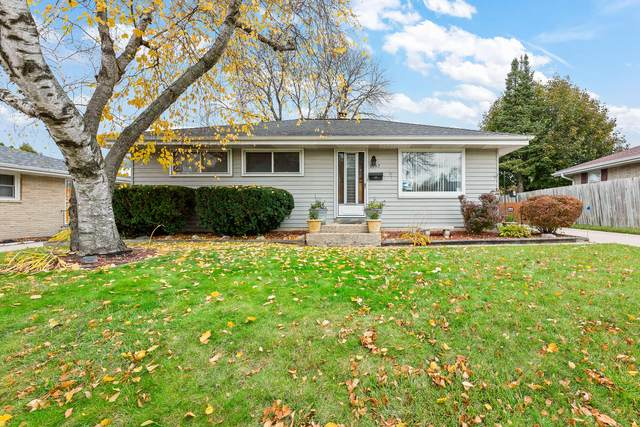 8142 W Acacia St, Milwaukee, WI 53223 (#1716420) :: RE/MAX Service First