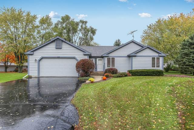 616 Bayhill Ave, Twin Lakes, WI 53181 (#1716471) :: RE/MAX Service First Service First Pros