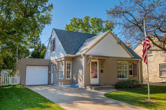 7929 Eagle St, Wauwatosa, WI 53213 (#1716476) :: RE/MAX Service First Service First Pros