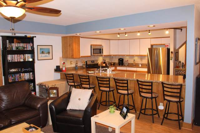 838 Kendall Ln 5C, Lake Geneva, WI 53147 (#1716481) :: Tom Didier Real Estate Team