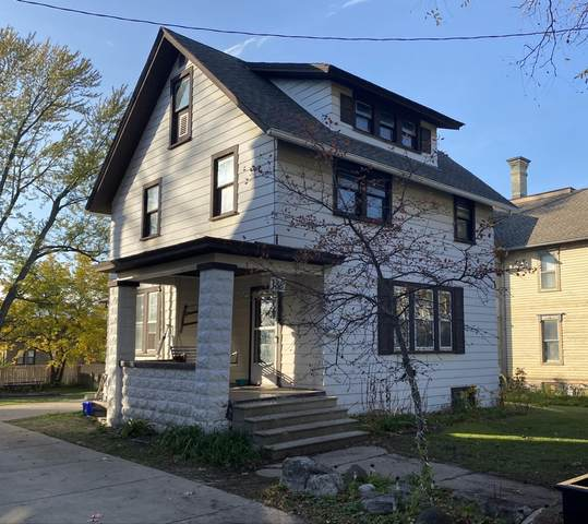 136 N James St, Waukesha, WI 53186 (#1716512) :: RE/MAX Service First Service First Pros