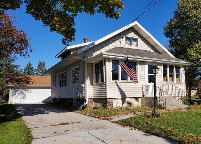 910 E Madison Ave, Cleveland, WI 53015 (#1716523) :: RE/MAX Service First Service First Pros