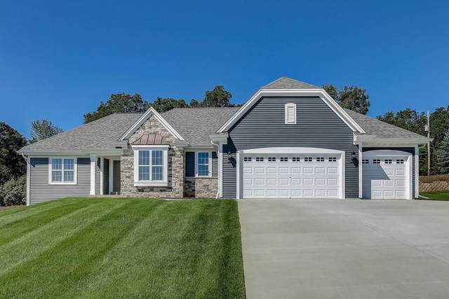 735 Stoecker Farm Ave, Mukwonago, WI 53149 (#1716533) :: Tom Didier Real Estate Team