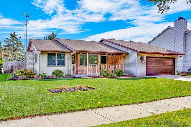 3729 S 11th St, Sheboygan, WI 53081 (#1716572) :: RE/MAX Service First Service First Pros
