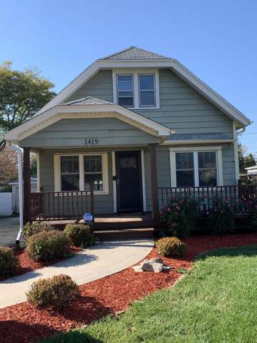 1419 S 169th St, New Berlin, WI 53151 (#1716649) :: RE/MAX Service First Service First Pros