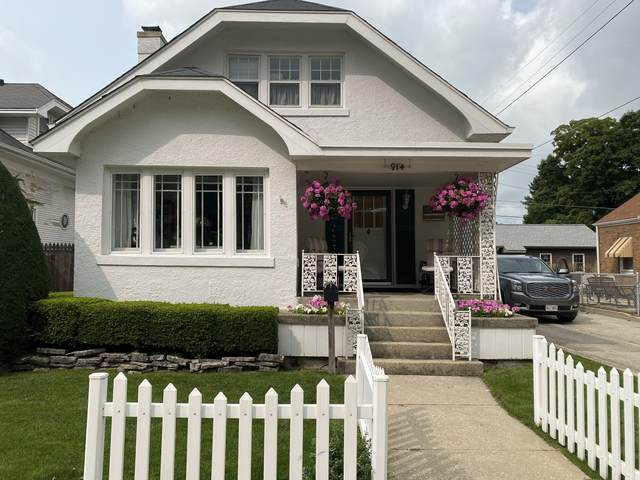 914 Belmont Ave, Racine, WI 53405 (#1716733) :: RE/MAX Service First Service First Pros
