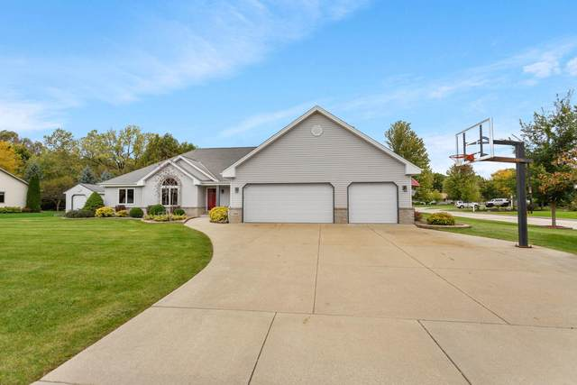 7840 W Stonewood Dr, Franklin, WI 53132 (#1716763) :: RE/MAX Service First