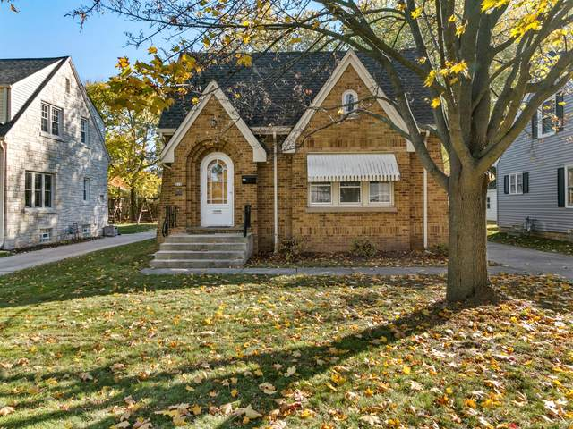 619 N Cumberland Dr, Waukesha, WI 53188 (#1716772) :: RE/MAX Service First Service First Pros