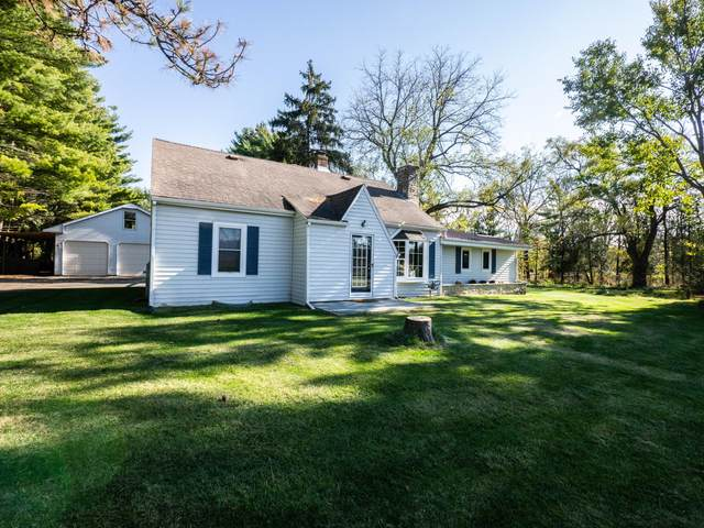 W299N2990 Maple Ave, Delafield, WI 53072 (#1716786) :: RE/MAX Service First Service First Pros
