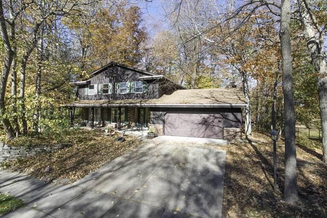 166 Woodridge Rd, West Bend, WI 53095 (#1716819) :: Tom Didier Real Estate Team