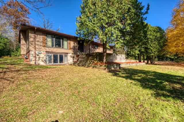 S39W27410 Brookhill Dr, Waukesha, WI 53189 (#1716829) :: RE/MAX Service First