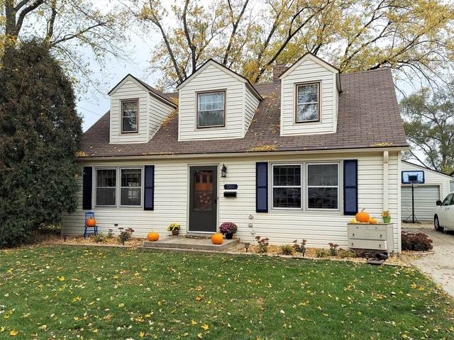 1344 Hillside Dr, Waukesha, WI 53186 (#1716842) :: RE/MAX Service First Service First Pros
