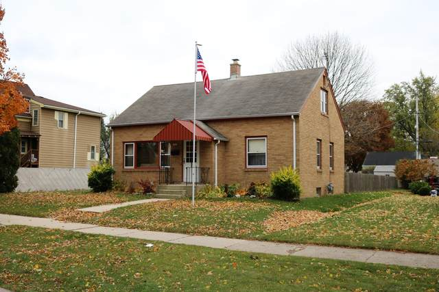 1425 Marquette Ave, South Milwaukee, WI 53172 (#1716865) :: RE/MAX Service First Service First Pros