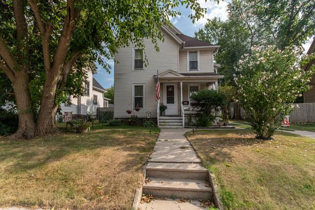 611 Lincoln Ave, Waukesha, WI 53186 (#1716867) :: Tom Didier Real Estate Team