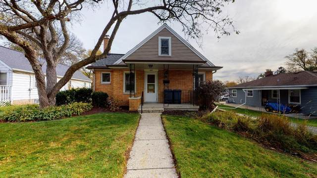 409 Bidwell Ave, Waukesha, WI 53188 (#1717004) :: Tom Didier Real Estate Team