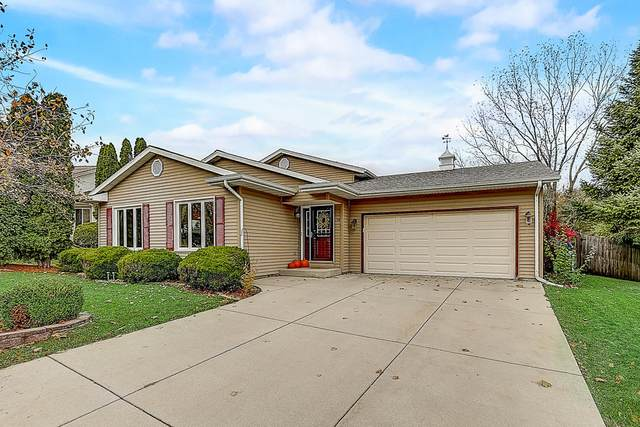 1708 Erin Ln, Waukesha, WI 53188 (#1717047) :: OneTrust Real Estate