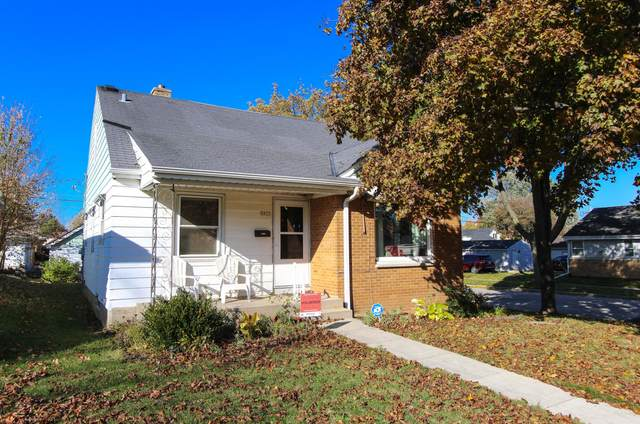 3877 N 78th St, Milwaukee, WI 53222 (#1717129) :: Tom Didier Real Estate Team