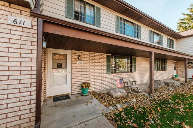 609 Dundee Ln B, Hartland, WI 53029 (#1717938) :: RE/MAX Service First
