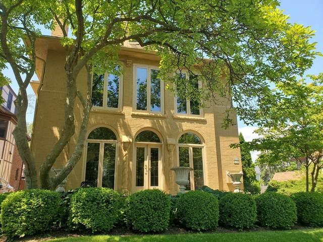 5137 N Cumberland Blvd #5139, Whitefish Bay, WI 53217 (#1718399) :: Tom Didier Real Estate Team