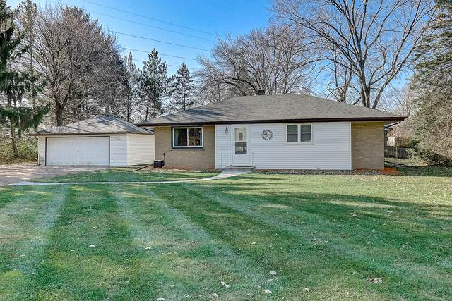 15745 W Blue Jay Cir, New Berlin, WI 53151 (#1718645) :: OneTrust Real Estate