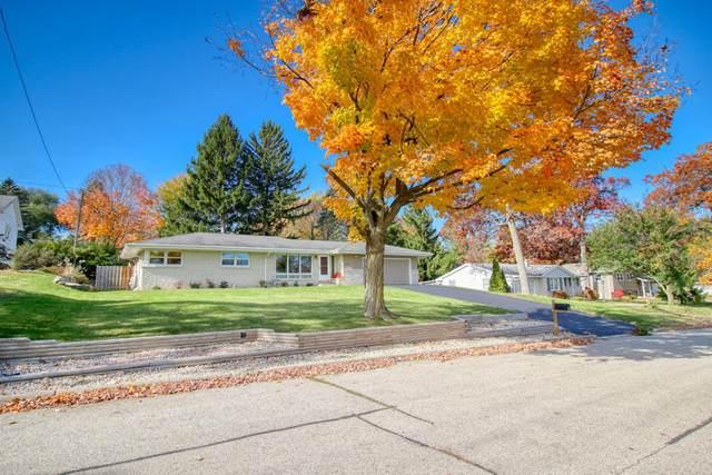 308 Ridge Rd, Lake Geneva, WI 53147 (#1719168) :: RE/MAX Service First