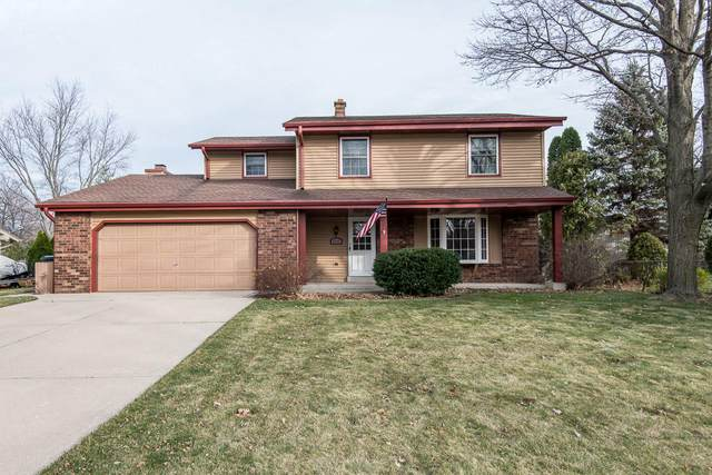 4240 S Adell Ave, New Berlin, WI 53151 (#1719252) :: OneTrust Real Estate