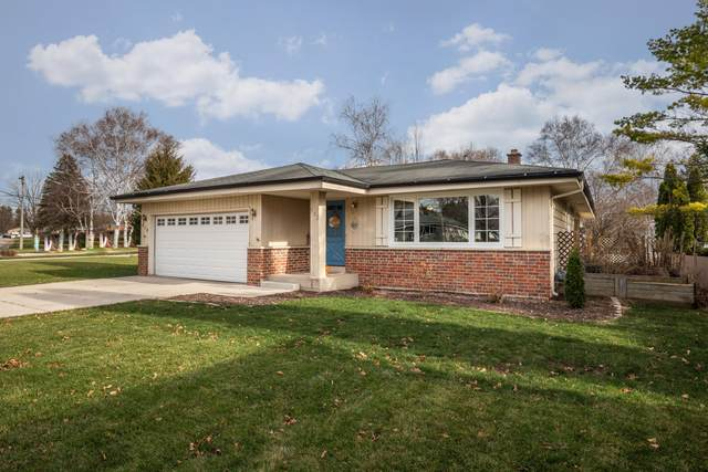 972 13th Ave, Grafton, WI 53024 (#1719311) :: RE/MAX Service First