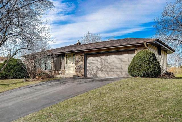 15550 W Mark Dr, New Berlin, WI 53151 (#1719539) :: RE/MAX Service First