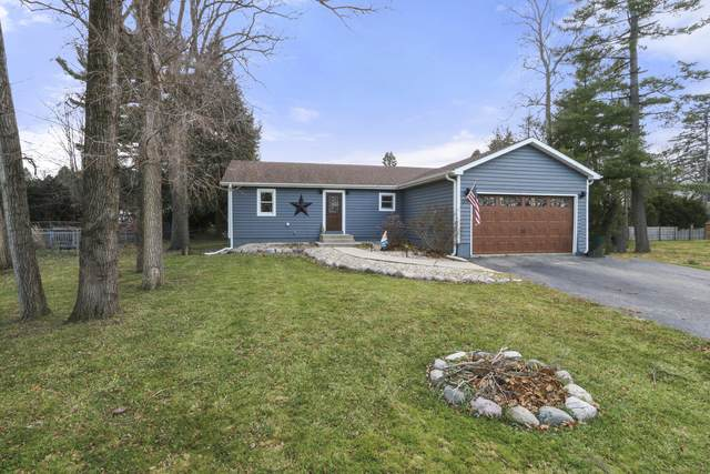 W1379 W Forest Rd, Bloomfield, WI 53147 (#1719802) :: RE/MAX Service First