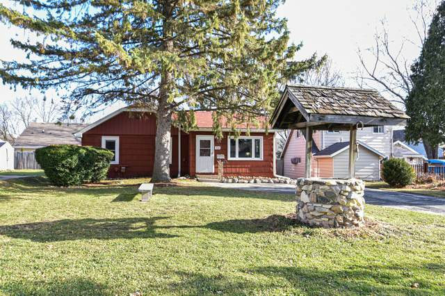 1009 Westowne Ave, Waukesha, WI 53188 (#1720086) :: RE/MAX Service First