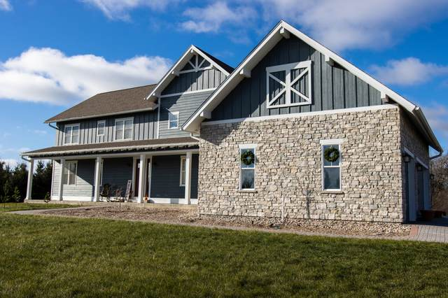 W287N8879 Center Oak Rd, Merton, WI 53029 (#1720359) :: RE/MAX Service First