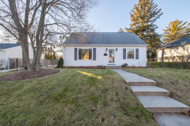 W67N793 Franklin Ave, Cedarburg, WI 53012 (#1720367) :: OneTrust Real Estate
