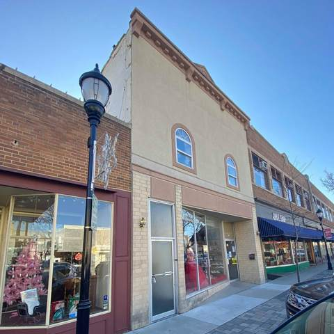 261 W Main St A & B, Waukesha, WI 53186 (#1720378) :: RE/MAX Service First