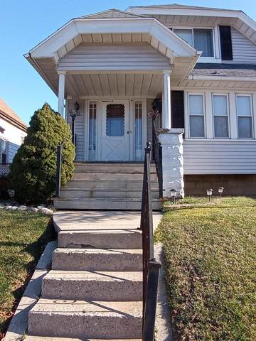 2166 S 35th Street, Milwaukee, WI 53215 (#1720382) :: RE/MAX Service First