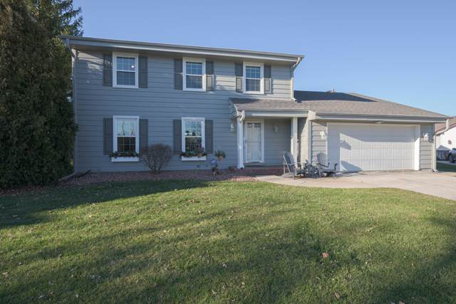 10413 N Larkspur Ct, Mequon, WI 53092 (#1720485) :: RE/MAX Service First