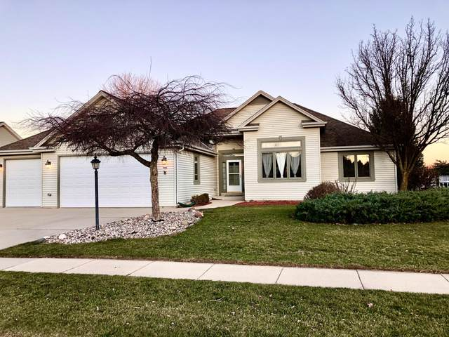 967 Spring Waters Dr, Oconomowoc, WI 53066 (#1720519) :: RE/MAX Service First
