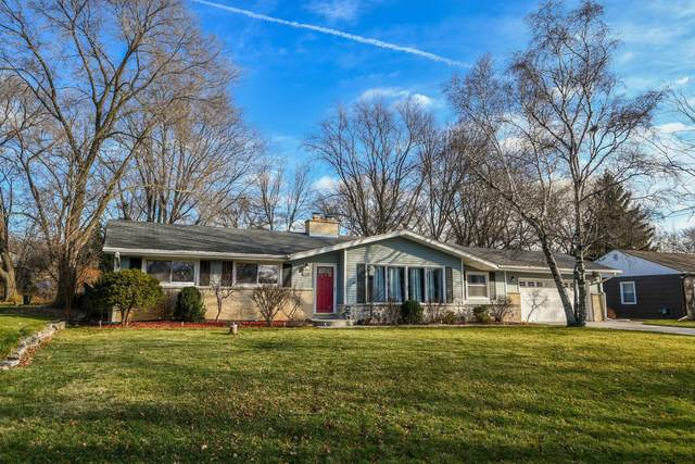 4260 N 95th St, Wauwatosa, WI 53222 (#1720527) :: RE/MAX Service First