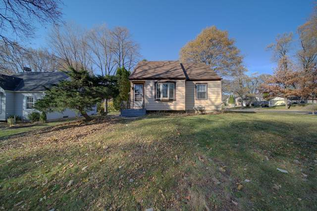 1833 N 118th St, Wauwatosa, WI 53205 (#1720551) :: RE/MAX Service First