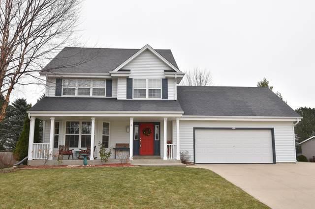 962 Bluebird Ct, Hartford, WI 53027 (#1720578) :: Tom Didier Real Estate Team