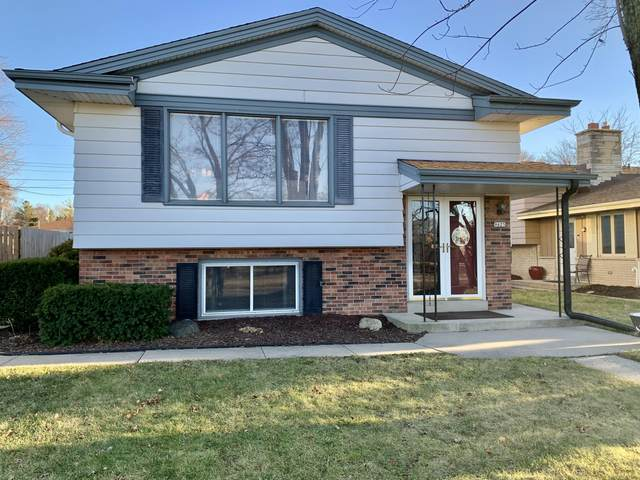 9625 W Grantosa, Wauwatosa, WI 53222 (#1720640) :: RE/MAX Service First