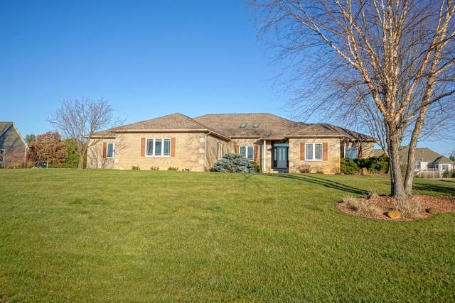37602 Wildwood Ln, Summit, WI 53066 (#1721086) :: Tom Didier Real Estate Team