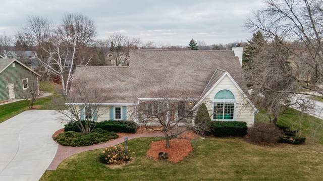3953 S Victoria Ct, New Berlin, WI 53151 (#1721156) :: Tom Didier Real Estate Team