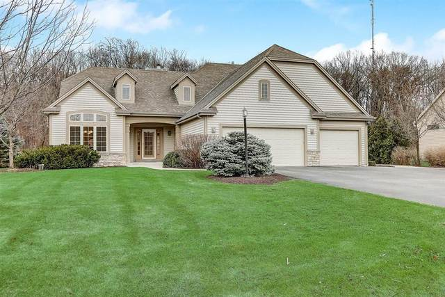 W221S4018 Crestview Dr, Waukesha, WI 53189 (#1721182) :: RE/MAX Service First